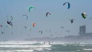 Über 400 Kitesurfer in Südafrika