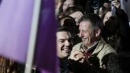 Im Siegestaumel: Alexis Tsipras, der Vorsitzende von Syriza, am Sonntagabend in Athen