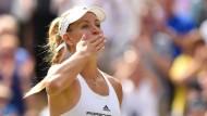 Küsschen für die Fans: Angelique Kerber ist nach ihrem Finaleinzug überglücklich.