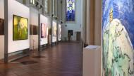 Udo Lindenbergs großformatige Bilder zu uralten Menschheitsthemen wie Glaube oder Gewalt sind in der Münsteraner Überwasserkirche zu sehen.