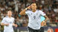 Der deutsche Spieler Davie Selke jubelt nach seinem Treffer zum 1:0.