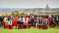 Riesenarbeitstreffen der Storyschaffenden: Kreative von Netflix, darunter die Schauspielerin und Regisseurin Lucy Liu (fünfte von links) konferieren in Rom