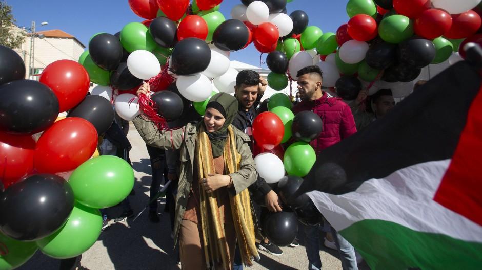 Palästinenser protestieren am 18. November gegen einen Besuch Mike Pompeos in einer israelischen Siedlung im Westjordanland.