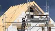 Jetzt noch schnell ins Eigenheim: Die niedrigen Zinsen locken Bauinteressenten.