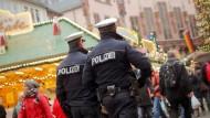 Mehr Beamte im Einsatz: An Silvester setzt die Polizei in Frankfurt außerdem auf Sicherheitszonen.