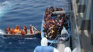 Küstenwache rettet rund 6500 Flüchtlinge vor Libyen