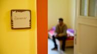 Blick in ein Flüchtlingszimmer. Es stammt nicht aus dem im Text beschriebenen Aufnahmelager.