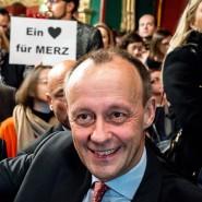 """""""Ein Herz für Merz"""": Friedrich Merz erfährt bei seinem Auftritt im Berliner Ballsaal deutlichen Zuspruch."""