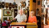 Wem die Stunde schlägt: Wer bei Jutta und Werner Bedtke einkehrt, der kann seine Armbanduhr getrost zu Hause lassen.