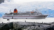 """Entdeckungsreisende oder Eindringlinge? Als Kapitän der """"MS Bremen"""" brachte Mark Behrend die Kreuzfahrttouristen bis in die Antarktis."""