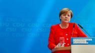 Merkel drückt Angehörigen der Opfer des Busunfalls ihr Mitgefühl aus