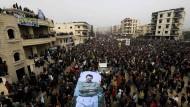 Eine Enklave setzt sich zur Wehr. Syrische Kurden demonstrierten am vergangenen Sonntag in Afrin gegen den Einmarsch der Türken.