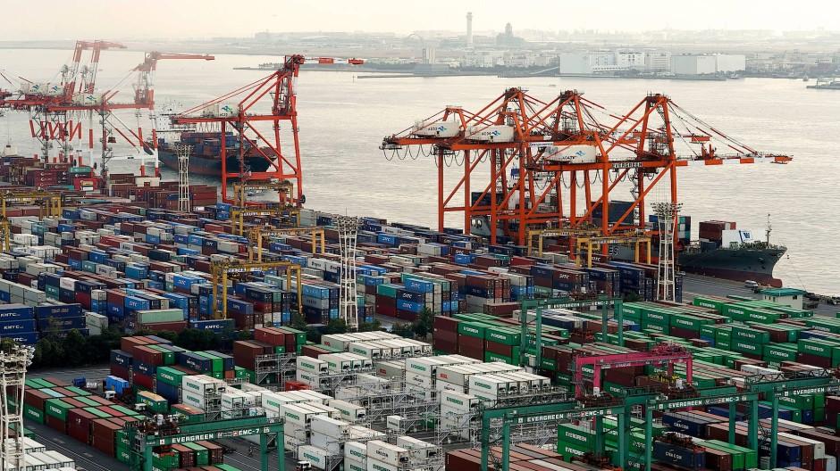 Der japanische Güterhafen Aomi International