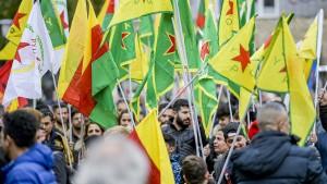 Zehntausende Teilnehmer bei kurdischer Demo in Köln erwartet