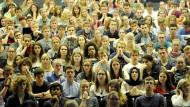 Einführungsveranstaltung für Erstsemester: Hier sind die Hörsäle meist noch gut besucht.