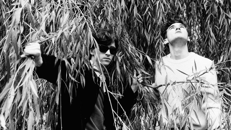 Der Gitarrist Johnny Marr (links) und der Sänger Morrissey, die Songschreiber der legendären Band The Smiths, im Jahr 1982