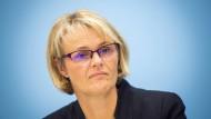 """Bundesforschungsministerin Anja Karliczek steht nach der Standortvergabe einer """"Forschungsfabrik Batteriezellen"""" in der Kritik"""