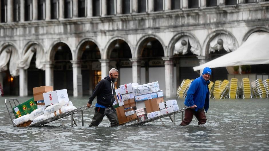 Folge von Versäumnissen? Die Menschen in Venedig leiden unter dem Hochwasser.