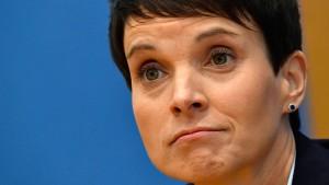 """Wahlleiter gibt Gründung der """"Blauen Partei"""" bekannt"""