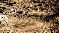 In Schutt und Asche: Im Frühjahr 1945 zerstörten britische Bomberverbände die kleine Stadt Wesel am Niederrhein.