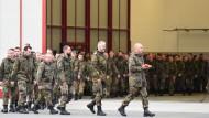 """Soldaten des Luftwaffengeschwaders """"Immelmann"""" in Jagel bereiten sich auf ihren Einsatz zur Unterstützung der Koalition gegen die Terrormiliz IS in Syrien vor."""