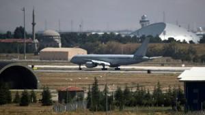 Abgeordnete besuchen Bundeswehrsoldaten in der Türkei