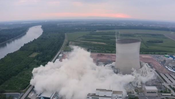 AKW-Kühltürme in Baden-Württemberg gesprengt
