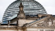 So transparent wie die Reichstagskuppel sollte nach Meinung der Kritiker das Lobbyimustreiben sein.