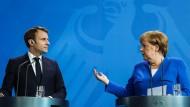 Auf Konfrontationskurs? Frankreichs Präsident Emmanuel Macron und Kanzlerin Angela Merkel.