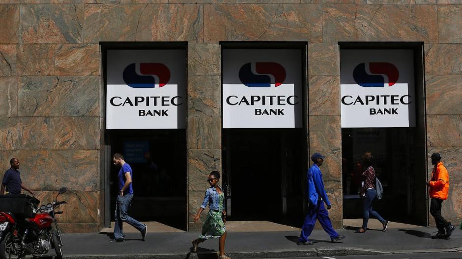 Bankfiliale im Schatten: In Südafrika setzen digitale Banken die klassischen Institute wie Capitec immer stärker unter Druck.