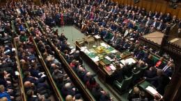 Unterhaus lehnt Brexit-Deal deutlich ab