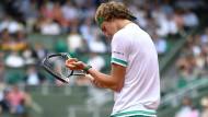 Der Frust ist groß: Alexander Zverev scheidet überraschend in der ersten Runde der French Open aus.