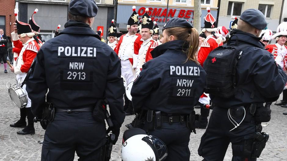 Polizeieinsatz beim Kölner Karneval (Archivbild)