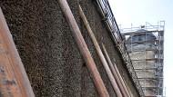 Zeit für eine Restaurierung: das Gradierwerk mit dem historischen Mühlenturm in Bad Nauheim