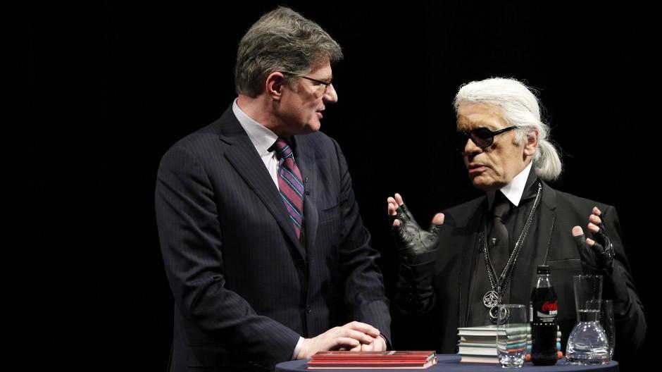 Roger Willemsem (links) sprach mit Karl Lagerfeld auf der lit.Cologne 2012 über Literatur.
