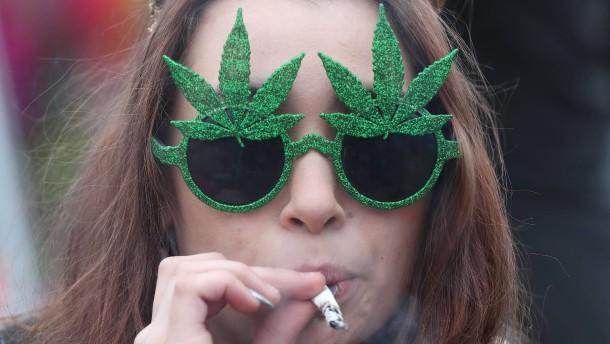 Kriminalbeamte fordern Ende des Cannabis-Verbots