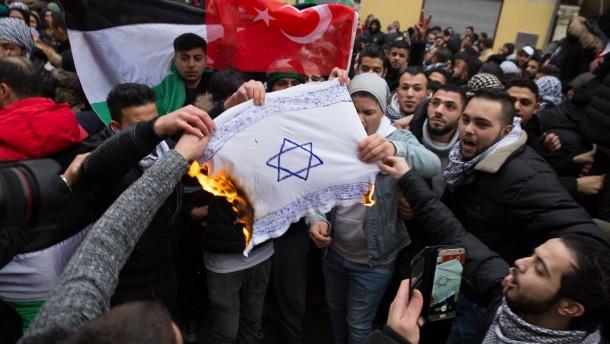 Zentralrat fordert schärfere Gesetze gegen antisemitische Demos