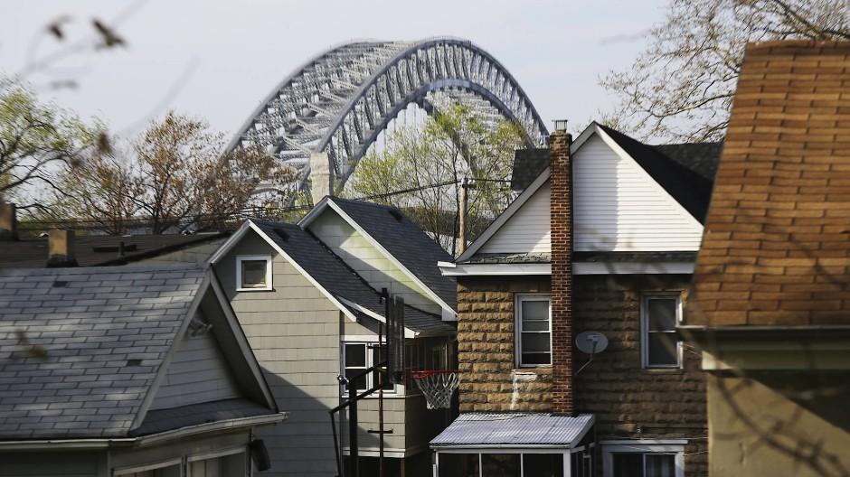 """""""Freiwillig würde ich das Gelände nicht betreten"""": Wie kontaminiert ist die Gegend um die Bayonne Bridge auf Staten Island?"""