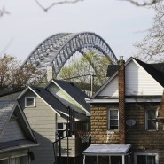 """""""Freiwillig würde ich die Brücke nicht betreten"""": Wie kontaminiert ist die Gegend um die Bayonne Bridge auf Staten Island?"""