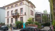 Mehr Wohnfläche: Hinter dem denkmalgeschützten Josefshaus entsteht der umstrittene Erweiterungsbau.