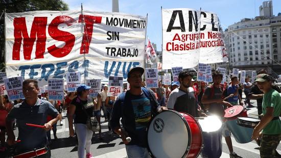 Argentiniens Beamte gehen auf die Straße