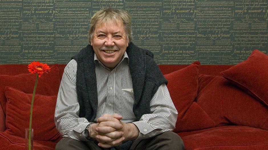 Der nun verstorbene Sänger WErner Böhm 2007 in der Bibliothek des Hotels Elbflorenz