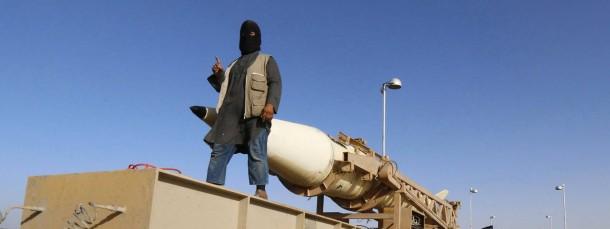Ein IS-Kämpfer bei einer Parade in Syrien
