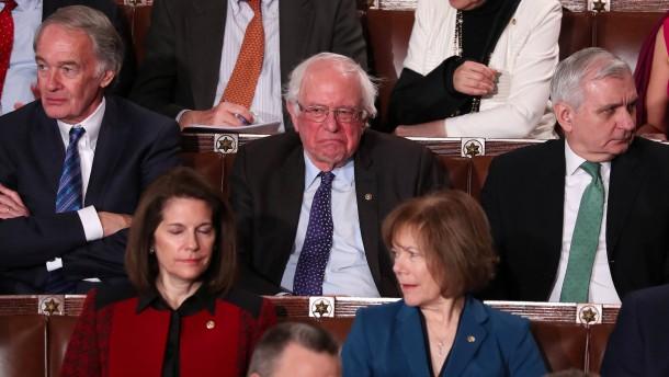 Und Bernie Sanders kratzt sich am Kinn