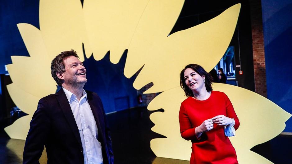 Meister der Inszenierung: Habeck und Baerbock bei der Vorstellung des grünen Wahlprogramms Mitte März