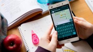 Frankreich führt Handyverbot an Schulen ein