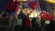 Erdogan-Anhänger feiern den Wahlsieg des Präsidenten am Sonntagabend in Ankara.