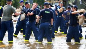 Wasserwerfer im Hochwassereinsatz