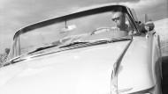 Das ist der richtige Wagen! Aber für wie lange? So ein Cadillac mit den vielen Lampen sieht blitzschnell uncool aus.