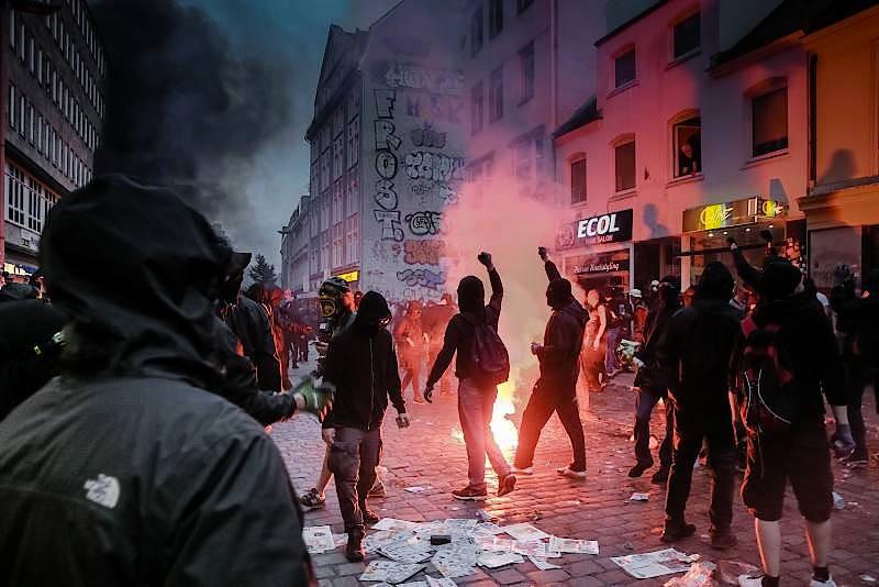 Linksradikale wüten im Sommer 2017 am Rande des G-20-Gipfels in der Hamburger Innenstadt.